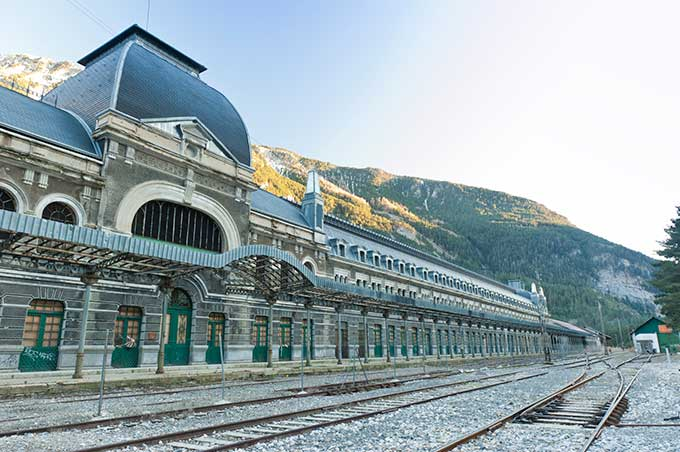 spansk-pyrenæerne-canfranc-station